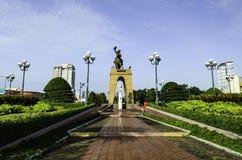 Statua di Tran Nguyen Han al mercato di Ben Thanh Fotografie Stock Libere da Diritti