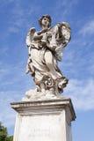 Statua di un angelo su un ponte Fotografia Stock