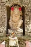 Statua di un dio in tempiale indù Immagini Stock Libere da Diritti