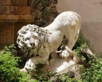 Statua di un leone, marmo bianco Immagini Stock Libere da Diritti