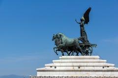 Statua di una biga al tetto dell'altare della patria in città di Roma, Italia Immagine Stock Libera da Diritti