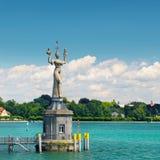 Statua di una cortigiana dell'impero nella baia del lago di Costanza Immagine Stock