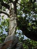 Statua di una persona su una tomba Fotografia Stock Libera da Diritti