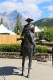 Statua di una polizia a cavallo canadese che monta un cavallo Immagine Stock