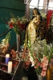 Statua di vergine Maria al mercato immagini stock libere da diritti