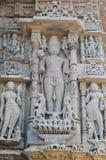 Statua di Vishwakarma al tempio del sole di Modhera, Goudjerate immagini stock