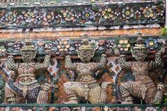 Statua di Wat Arun a Bangkok Fotografia Stock Libera da Diritti