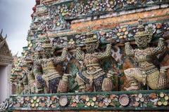 Statua di Wat Arun a Bangkok Fotografia Stock