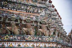 Statua di Wat Arun a Bangkok Immagini Stock