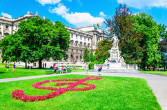 Statua di Wolfgang Amadeus Mozart del compositore a Vienna Fotografia Stock Libera da Diritti