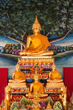Statua diritta dorata del Buddha Immagine Stock Libera da Diritti