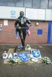 Statua Dixie Dean legendarny goalscorer Everton futbolu klub i futbolista lokalizuje outside Goodison parka w Anglia zdjęcia royalty free