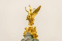 Statua dorata al Buckingham Palace, Fotografia Stock