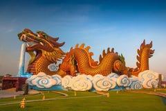 Statua dorata cinese del drago Fotografia Stock