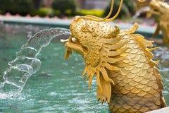 Statua dorata cinese del drago Fotografie Stock Libere da Diritti