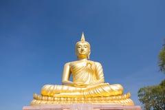 Statua dorata del buddha Immagine Stock