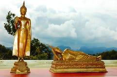 Statua dorata del Buddha in Tailandia Immagini Stock