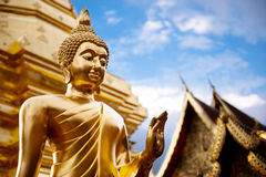 Statua dorata del Buddha in tempiale della Tailandia Buddha. Fotografie Stock Libere da Diritti