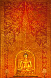 Statua dorata del buddha in tempiale tailandese Fotografie Stock Libere da Diritti