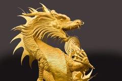 Statua dorata del drago Fotografie Stock Libere da Diritti