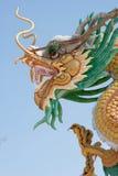 Statua dorata del drago Fotografia Stock