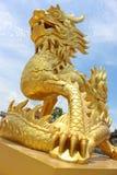 Statua dorata del drago nel Vietnam Fotografia Stock