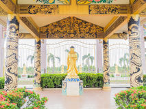 Statua dorata di bodhisattva Fotografie Stock Libere da Diritti