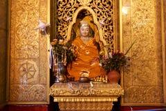 Statua dorata di Buddha nella pagoda di paya di Botataung a Rangoon, Myanmar Fotografia Stock