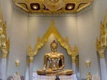 Statua dorata di Buddha in Phra Maha Mondop | Wat Traimit, Bangkok immagine stock