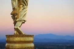 Statua dorata di Buddha in tempio Nan Province Thailand di Khao Noi Fotografia Stock