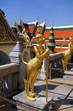 Statua dorata di creatina mythical fotografie stock libere da diritti