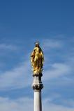 Statua dorata di vergine Maria dalla cattedrale di Zagabria del presupposto Croation Immagini Stock
