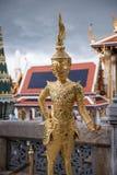 Statua dorata a Royal Palace della Tailandia Fotografia Stock Libera da Diritti