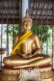 Statua dorata tailandese del Buddha Immagine Stock