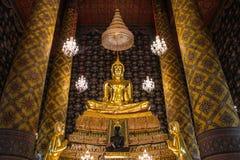 Statua dorata tailandese di Buddha. Immagine Stock
