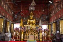 Statua dorata tailandese di Buddha. Immagini Stock