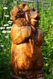 Statua drewniany niedźwiedź z garbkiem Obrazy Royalty Free