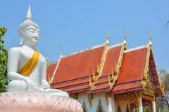Statua e chiesa di Buddha Immagini Stock Libere da Diritti