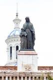 Statua e cupola blu di nuova cattedrale a Cuenca Ecuador Fotografia Stock Libera da Diritti
