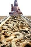 Statua e drago di Kwan-yin   Immagini Stock Libere da Diritti