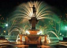 Statua e fontana Immagine Stock