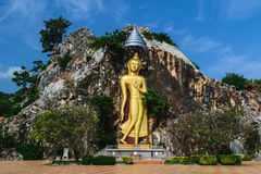 Statua e montagna di Buddha Immagine Stock