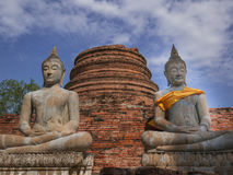 Statua e pagoda antiche di Buddha Immagine Stock