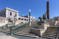 Statua e scale di Lurico del totem al centenario di Plaza de V Fotografia Stock