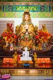 Statua ed altare della dea di Mazu nel tempio cinese Fotografia Stock Libera da Diritti