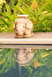 Statua ed ombra dell'elefante Fotografie Stock