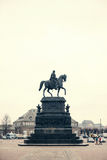 Statua equestre di re John della Sassonia Konig Johann I von Sassonia a Theaterplatz a Dresda, Germania Retro stile Fotografia Stock