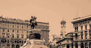 Statua equestre di Vittorio Emanuelle II in bianco e nero fotografia stock libera da diritti