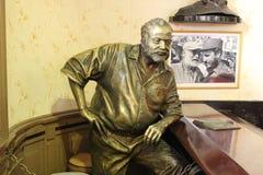 Statua Ernest Hemingway w prętowym Floridita w Hawańskim, Kuba Zdjęcia Royalty Free