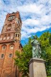 Statua famosa dell'astronomo a Mikolaj Kopernik a Torum fotografia stock